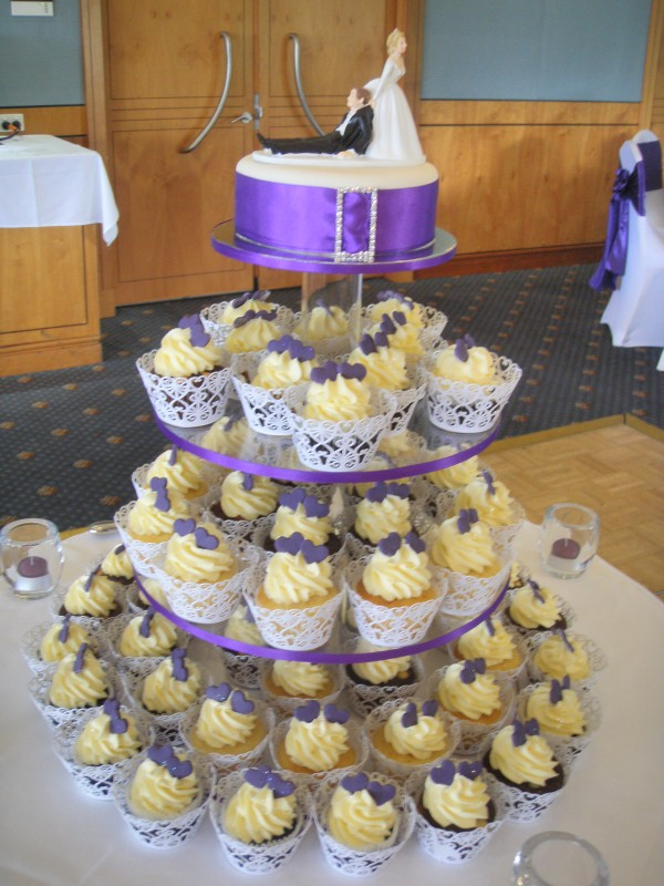 Great Purple Wedding Cake with Cupcakes 600 x 800 · 121 kB · jpeg