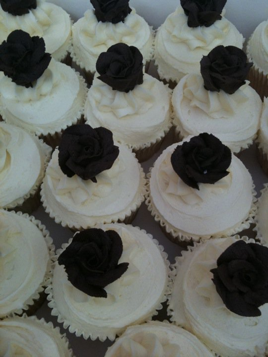 wedding-cupcakes with choc buttercream roses wedding-cupcakes with ...